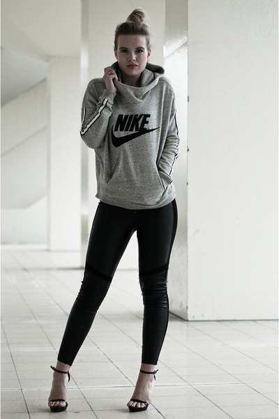 heather gray nike sweater - black H&M leggings - black Zara sandals