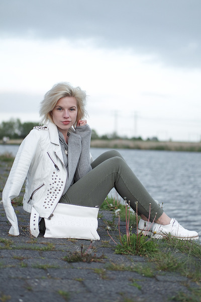 white brogues flats Omoda shoes - white Mango jacket
