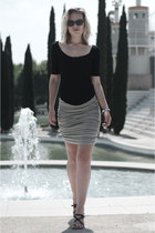 black ray-ban sunglasses - heather gray pieces skirt - black H&M Trend top