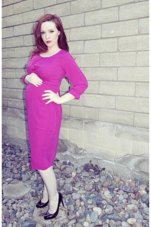 black patten Guess pumps - hot pink maternity asos dress