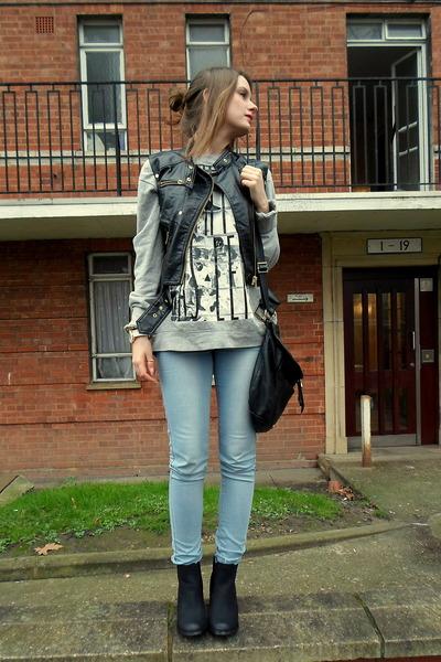black vest - heather gray blouse