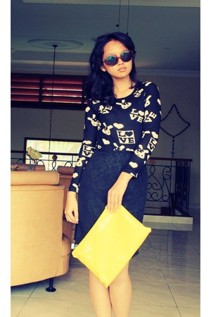 black t-shirt - yellow purse - black skirt - crimson hexagon vintage glasses