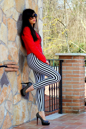 white Gofavor leggings - black Prada sunglasses - red Louboutin heels