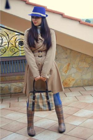 dark brown Burberry boots - camel Burberry bag