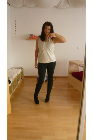 H&M Organic Cotton shirt - nike tights - Zara shoes