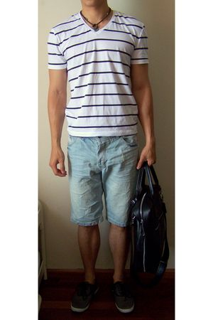 white we t-shirt - blue Bershka shorts