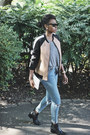 Black-chelsea-boots-deichmann-boots-blue-ripped-asos-jeans