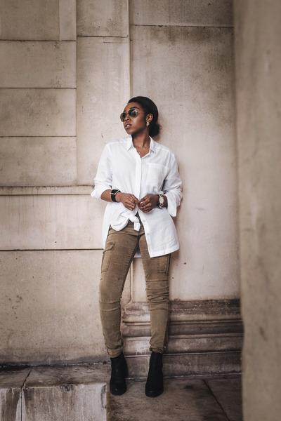 black chelsea boots asos boots - white boyfriend fit BDG shirt