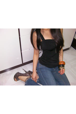 black H&M top - brown H&M accessories - blue Bossini jeans - brown Nine West sho