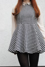 Charcoal-gray-oasap-dress-black-h-m-hat-brick-red-thrifted-vintage-pumps
