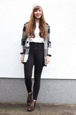 heather gray Yesfor coat - black GINA TRICOT jeans - beige hat