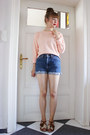 Blue-levis-shorts-peach-sugarhill-boutique-jumper-tawny-f-troupe-sandals