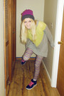 Hot-pink-hat-light-yellow-sweater-light-purple-leggings-black-sneakers