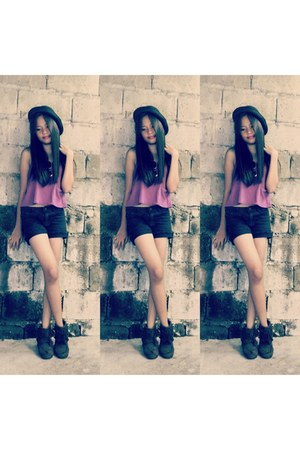 black federo hat hat - crimson boots - black shorts - purple top