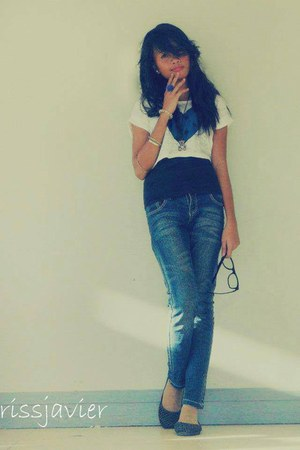 ivory heart design top - navy Levis jeans - black get laud t-shirt