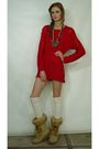 Red-chaus-dress-beige-brilliant-shoes