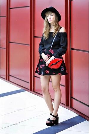red lips cropp bag - black H&M boots - black off shoulder unknown blouse