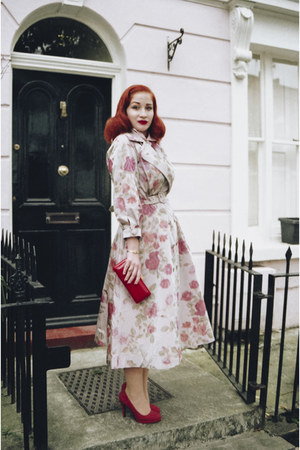 pink Ginger Jackie coat - red Lulu Guinness bag