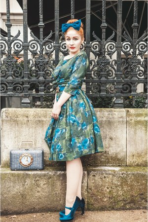 blue 1950s wicker bag from etsy bag - green 1950s dress from Beyond Retro dress