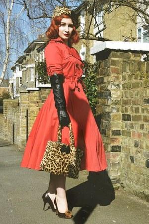 vintage heels - collectif coat - Vintage 1940s accessories - black dents gloves