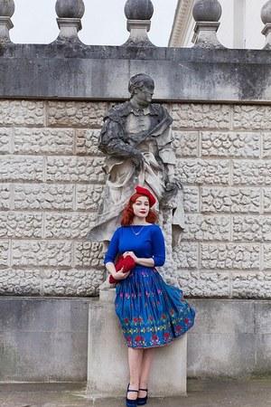 blue Vivien Of Holloway top - red Joanna Violet hat