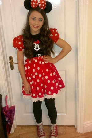 minnie mouse dress - hat - red Converse sneakers - black belt