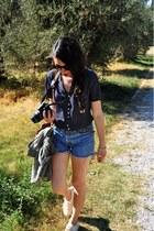 dotted vintage shirt - vintage Levis shorts - turtle vintage sunglasses