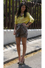 Heather-gray-aryn-k-skirt-yellow-ann-taylor-shirt-beige-boutique-9-pumps