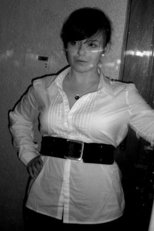 black KappAhl leggings - black reserved belt - white reserved blouse - black Qua