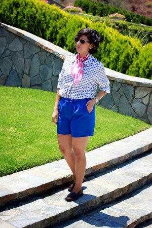 blue Tahari shorts - white Adrinna Papell blouse - brick red GH Bass loafers