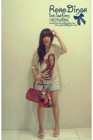 lady face shirt - bag - stripes wedges - denim pants pants