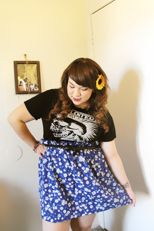 old band-t shirt - DIY skirt
