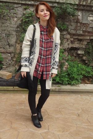 ivory Bershka cardigan - black H&M boots - brick red new look shirt