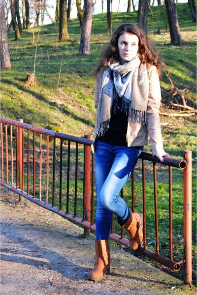 blue Bershka jeans - nude Orsay jacket