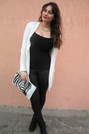 white zebra print Bershka bag - black waxed Stradivarius jeans
