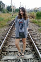 silver indian print OASAP t-shirt - olive green Lefties skirt