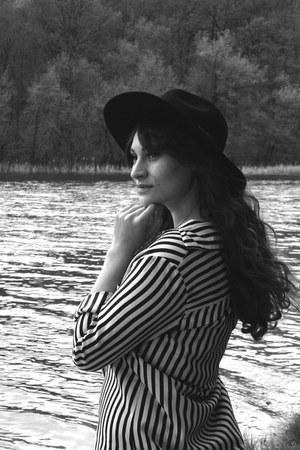 black romwe hat - black Udobuy shirt - periwinkle Stradivarius pants
