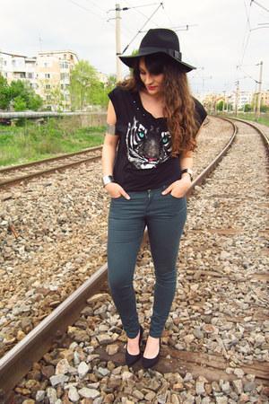 black romwe hat - teal H&M jeans - black Deichmann heels