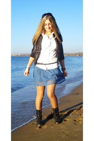 Aldo boots - Converse shirt - American Igle skirt