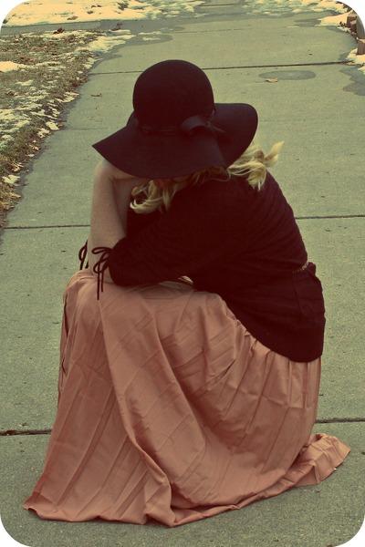blush maxi Lauren Conrad skirt - Charlotte Russe hat