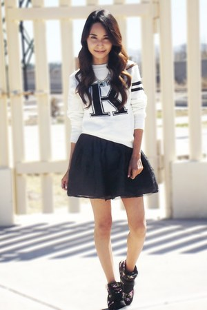 ivory Rosegal sweater - black Chicwish skirt - black Aeropostale sneakers