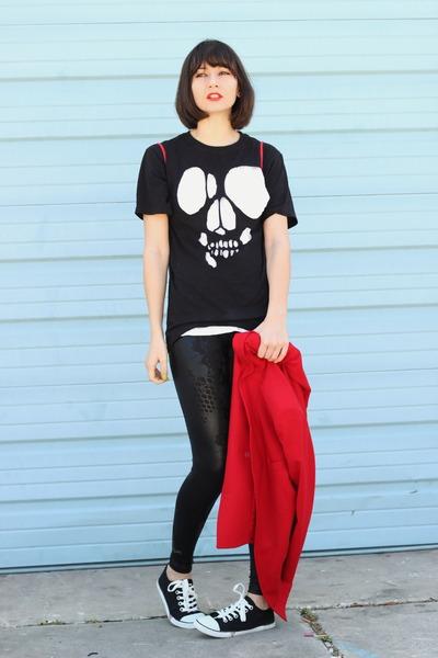 black skull DIY shirt - black Guess shoes