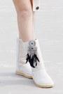 Ivory-oasap-shorts-eggshell-boots-ivory-cardigan