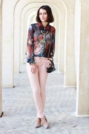 maroon vintage shirt - black vintage bag - tan heels - neutral pants