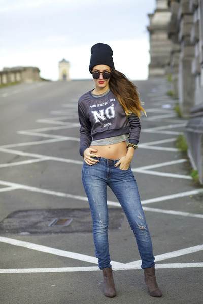 Mr GUGU& Miss Go sweater - Wholesale Celebshades sunglasses