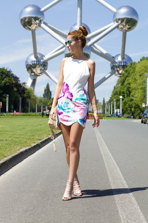 Sophie Deschamps bracelet - Tomtop dress - LOPER sunglasses