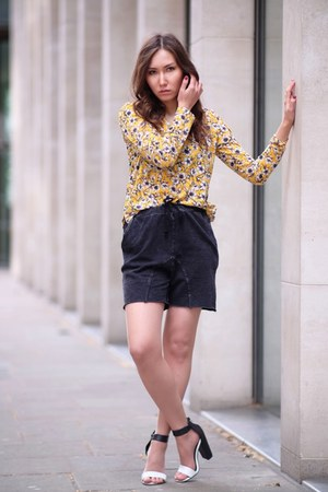 charcoal gray gym H&M shorts - yellow floral print H&M top