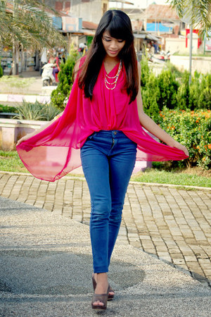 blue Zara jeans - hot pink chiffon top - dark brown leather wedges