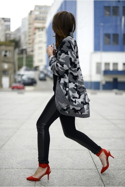 skinnies jeans - camo cardi sweater - heels