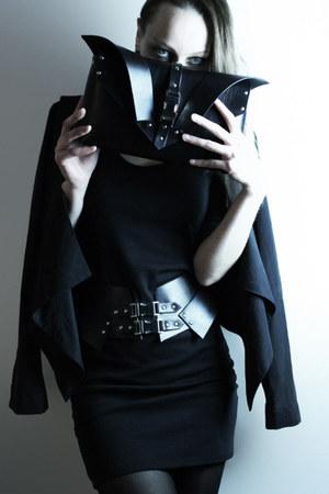 leather thoSH belt - black gestuz dress - charcoal Object blazer